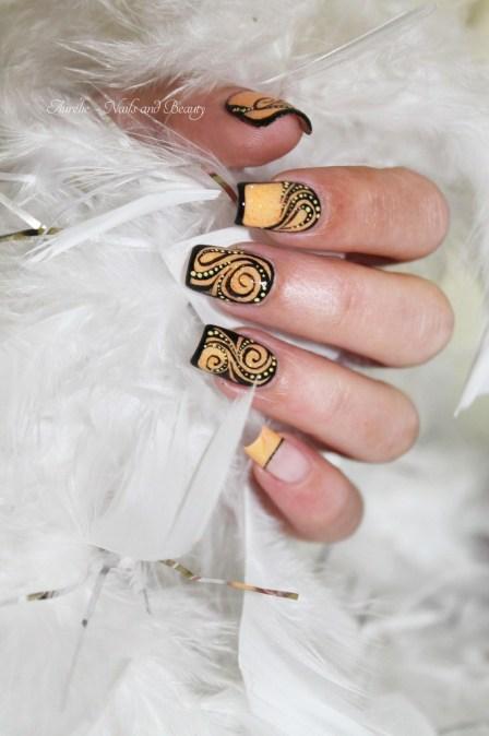 nail-art-arabesques-abstraites-2