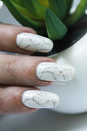 nail-art-pierre-blanche-marbre4